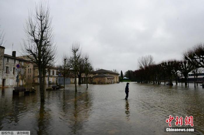 法国遭遇大范围寒潮冰雪等恶劣天气 36个省份面临橙色警报