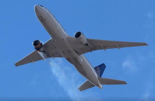 美联航一架波音777发动机空中爆炸 FAA发出紧急适航指令日本下令停飞