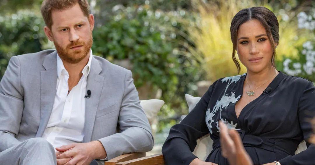 """出逃王妃的复仇?哈里夫妇上节目猛爆""""王室内幕"""",英国王室首次回应"""