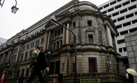 疫情之下日本疯狂印钞!央行总资产达GDP的1.3倍,零利率向市场贷款,已成全球最大债主