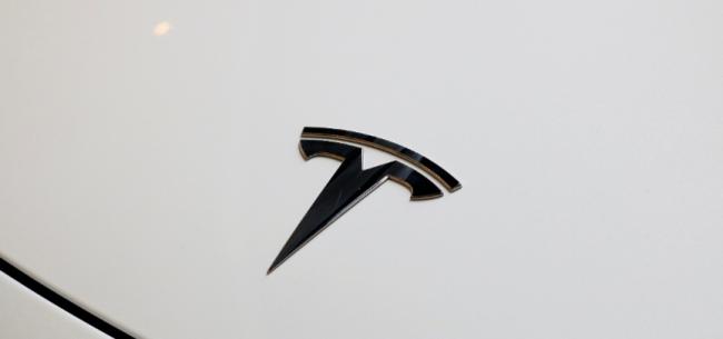 特斯拉将交付高端车型Model S Plaid 在豪华车市场抗衡奔驰和保时捷 | 悦读全球