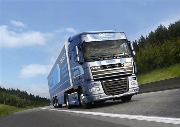"""""""瘸腿""""大货车少8只轮胎上路被查!司机:都借给别人了"""