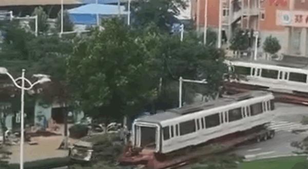 """辟谣!""""郑州地铁5号线车厢被拖出""""、""""空车运行""""均系虚假消息"""
