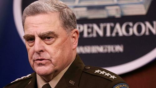 美媒:美军最高将领担心特朗普发癫对中国开战 私下与中方电话沟通