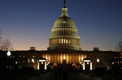 路透:美国政府面临债务违约大坑 国会民主党誓言与共和党摊牌提升上限