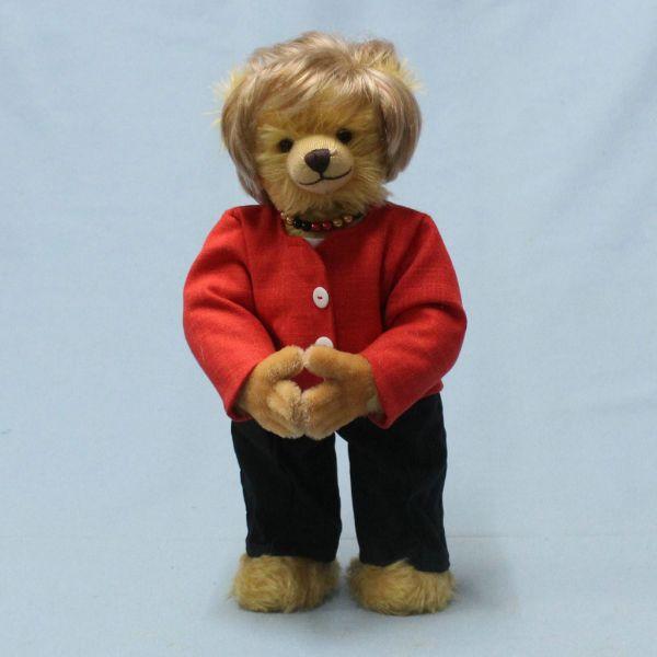 """德国玩具公司推出纪念版""""默克尔泰迪熊"""""""