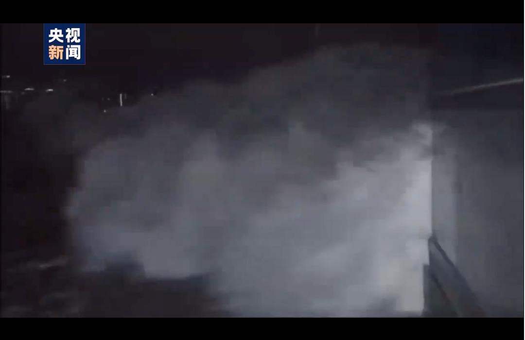 突发!6米高巨浪汹涌扑来,9米狂浪可能还在后面!港交所、沪深港股通全天暂停交易,深圳、广州及海南多地紧急应对